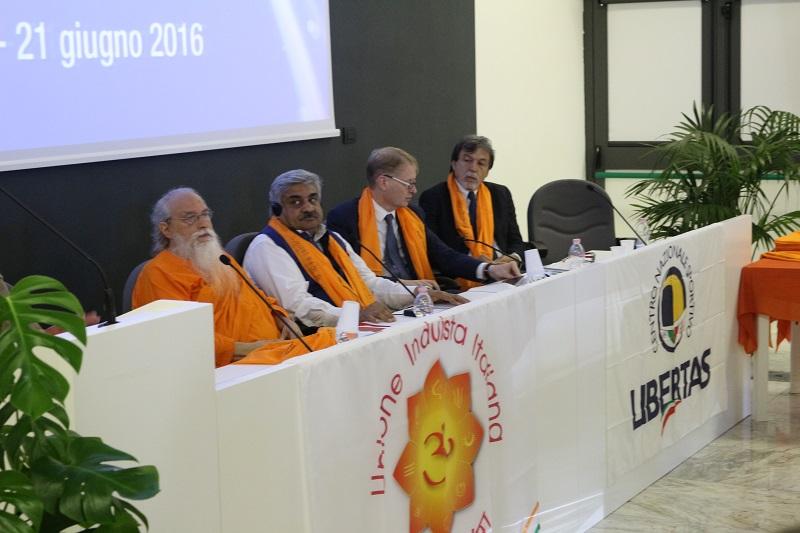 """Enorme Exploit Mediatico Della Giornata Internazionale Dello Yoga A Roma Nella """"casa"""" Del CONI"""