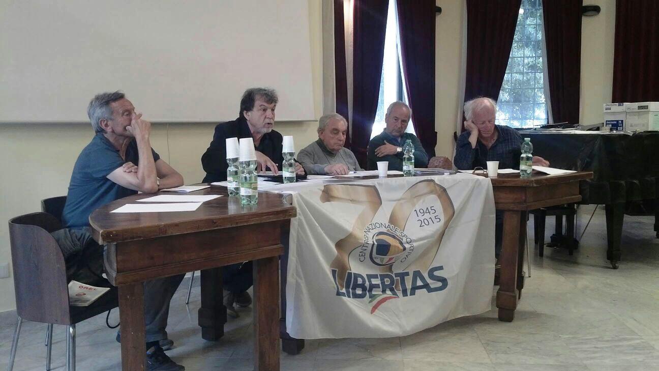 N. 5 Il Presidente Regionale Libertas Enzo Corso Durante  L'assemblea Di Lanuvio